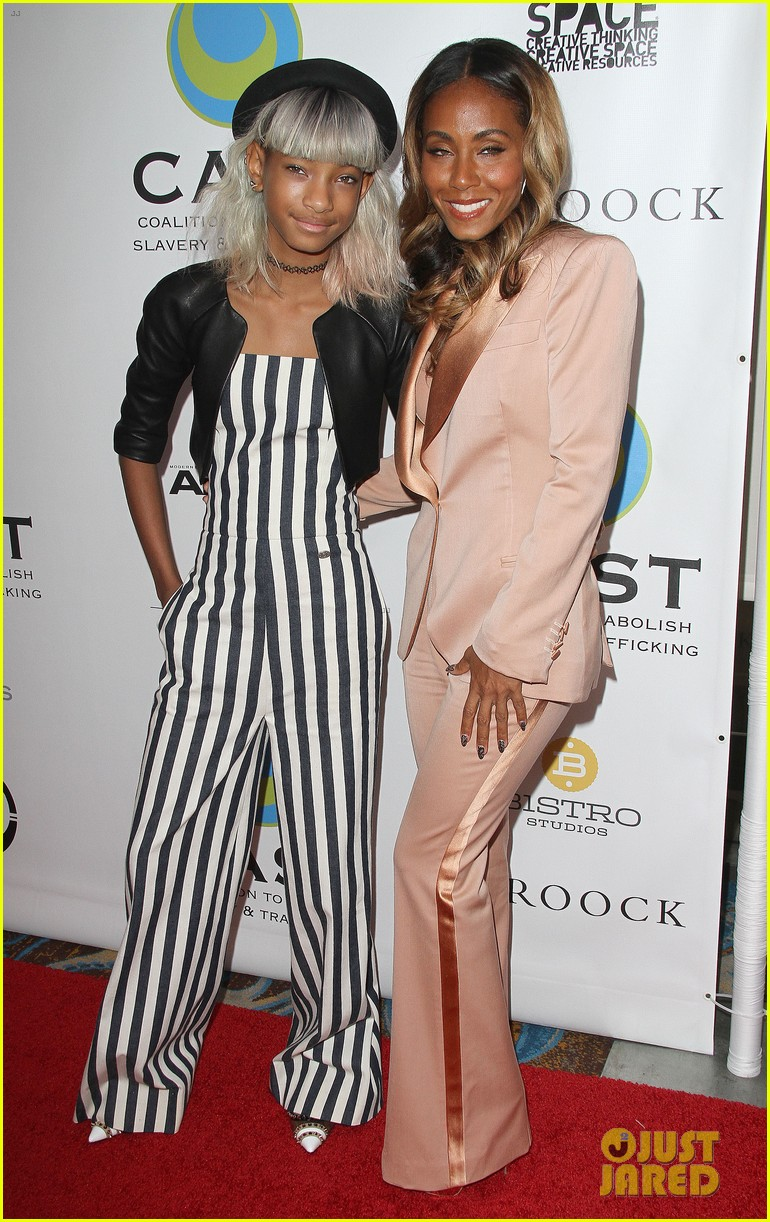 willow smith white hair on red carpet with mom jada 042867629