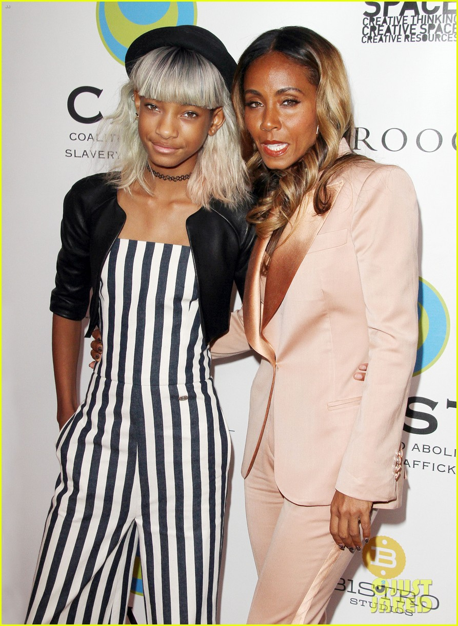 willow smith white hair on red carpet with mom jada 122867637