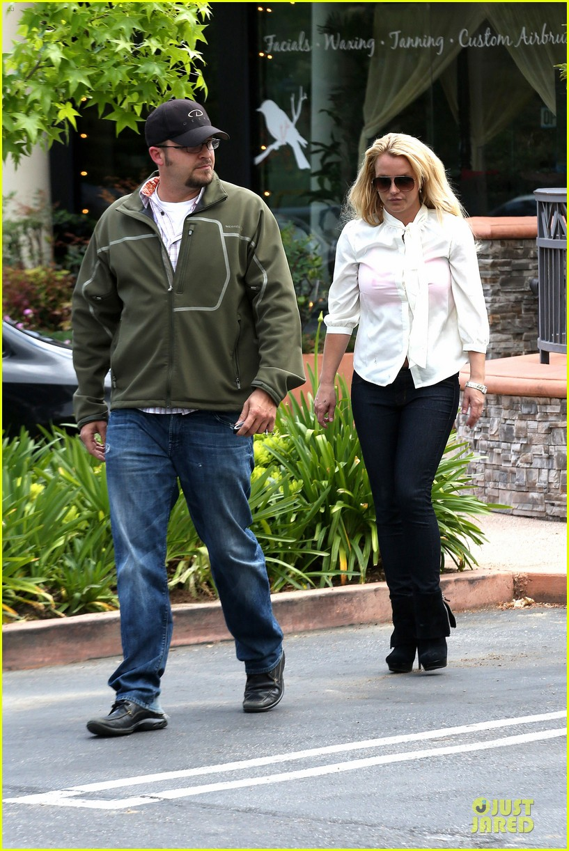 britney spears pink bra at coffee bean 29