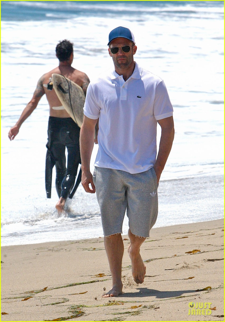 jason statham memorial day beach stroll 042879835