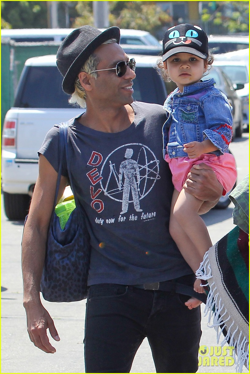gwen stefani spends beach day with kingston zuma 032874461