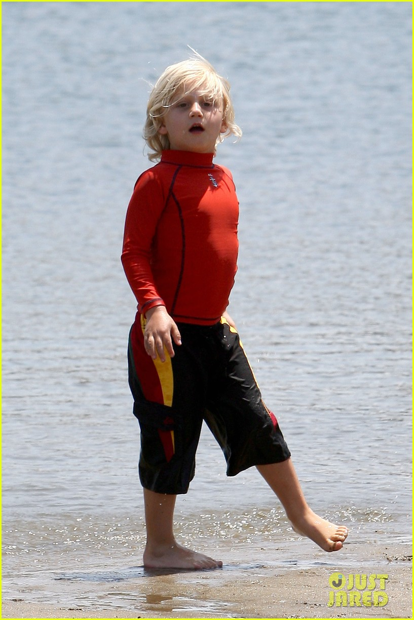 gwen stefani spends beach day with kingston zuma 132874471