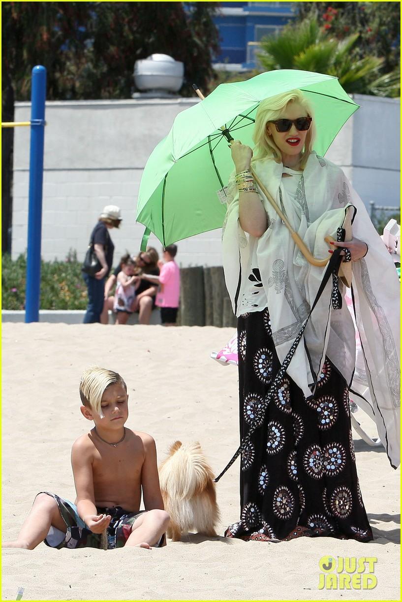 gwen stefani spends beach day with kingston zuma 16