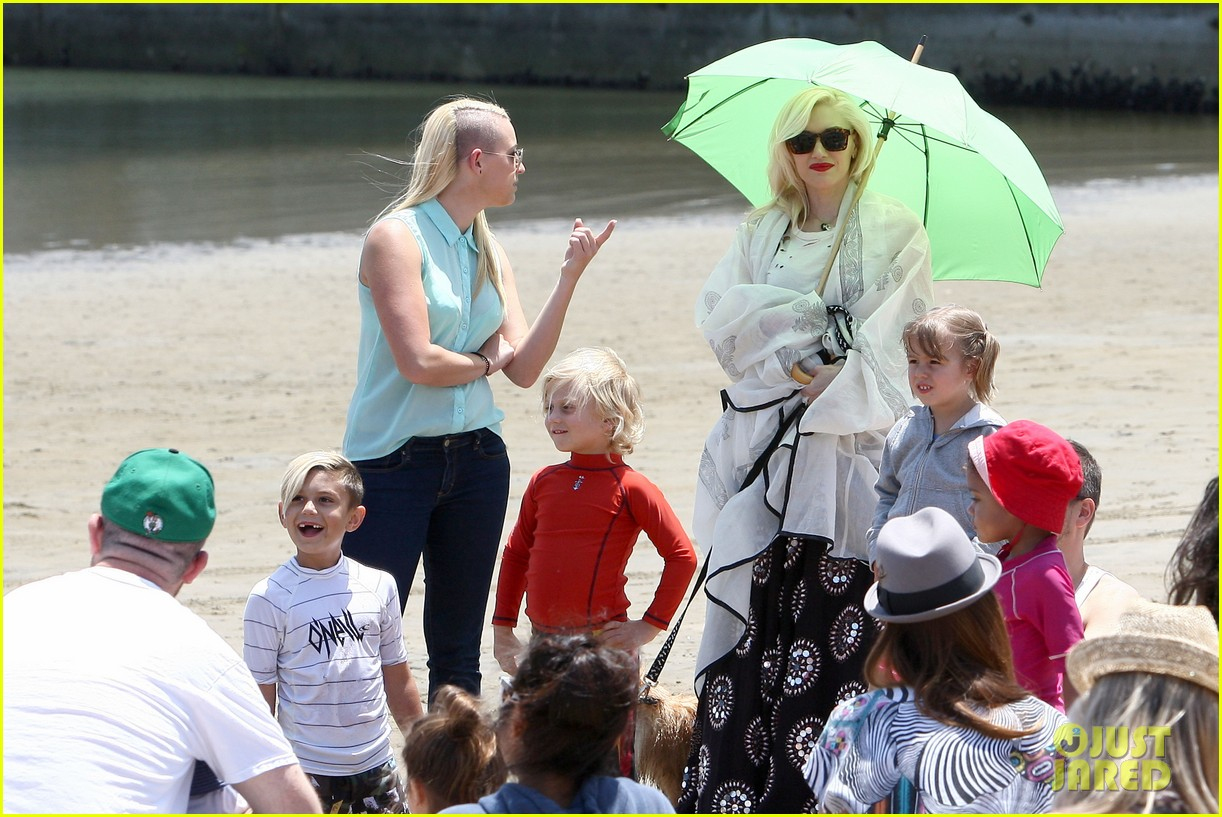 gwen stefani spends beach day with kingston zuma 212874479