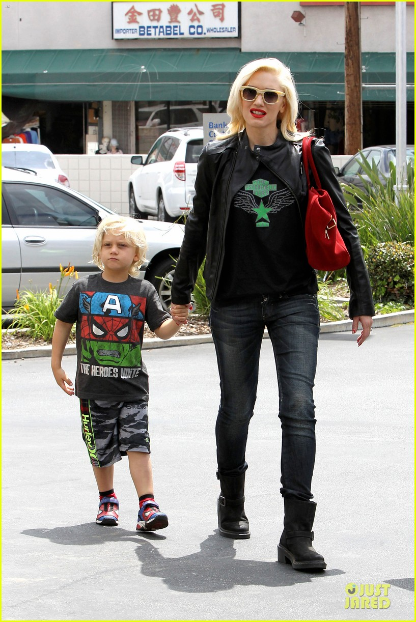 gwen stefani noah ark exhibit with the boys 12