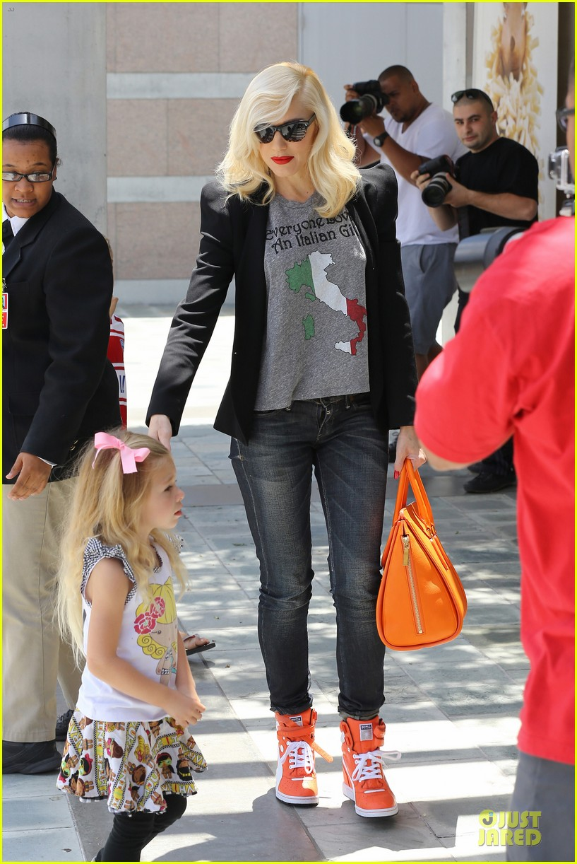 gwen stefani noah ark exhibit with the boys 22