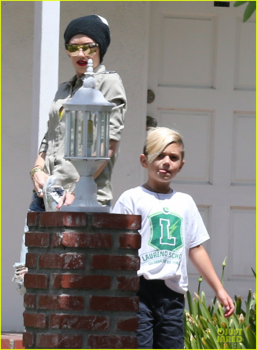 gwen stefani peace at the studio 022863363
