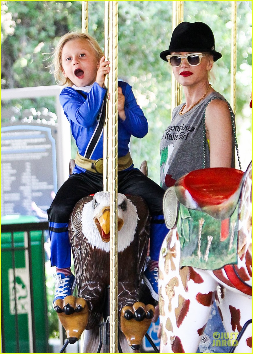 gwen stefani los angeles zoo bonding with zuma 16