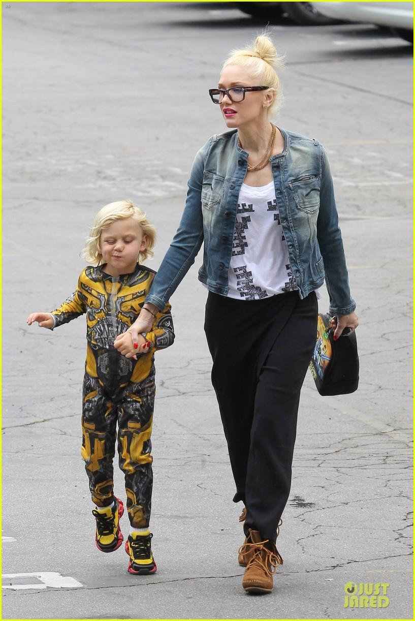 gwen stefani los angeles zoo bonding with zuma 242868846