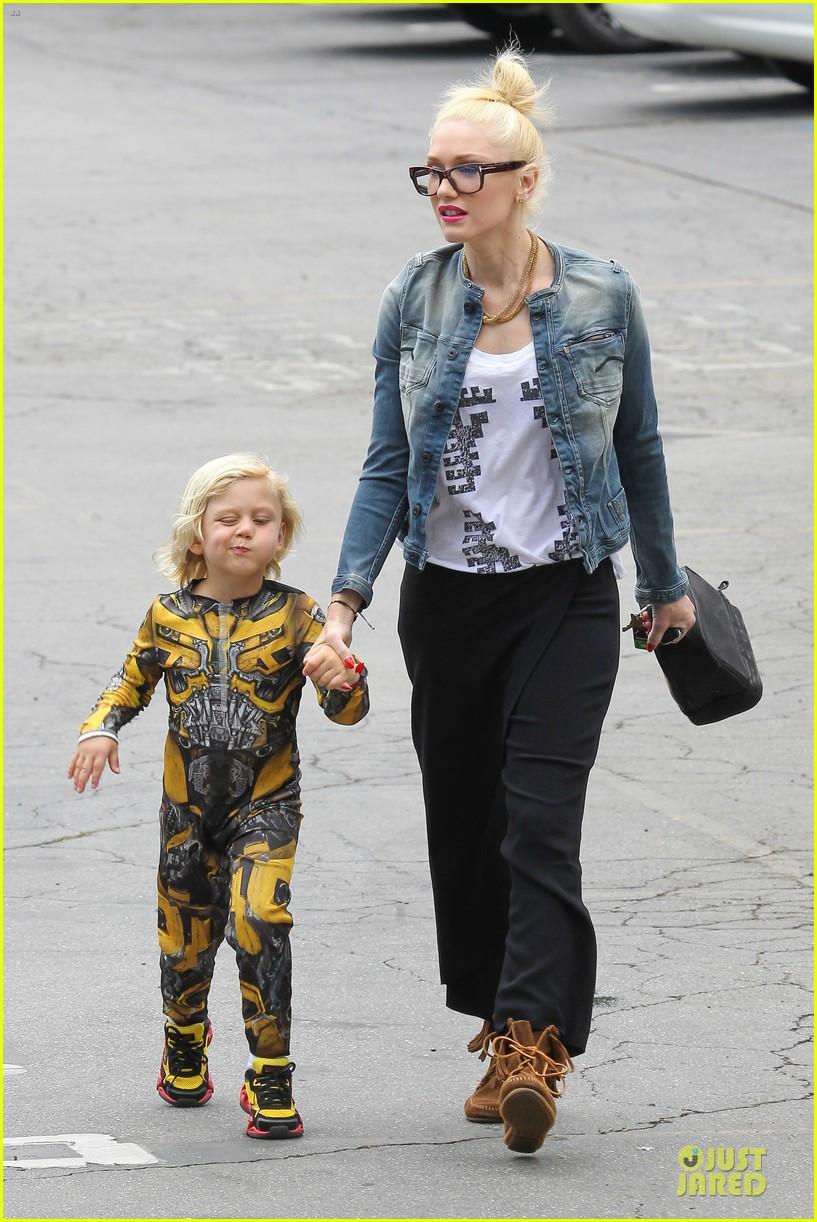 gwen stefani los angeles zoo bonding with zuma 272868849
