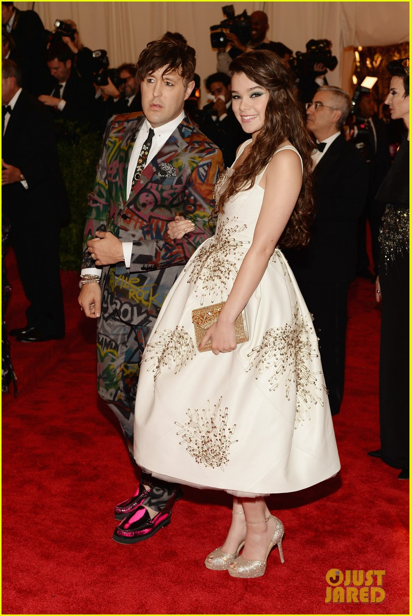 hailee steinfeld met ball 2013 red carpet 032865087
