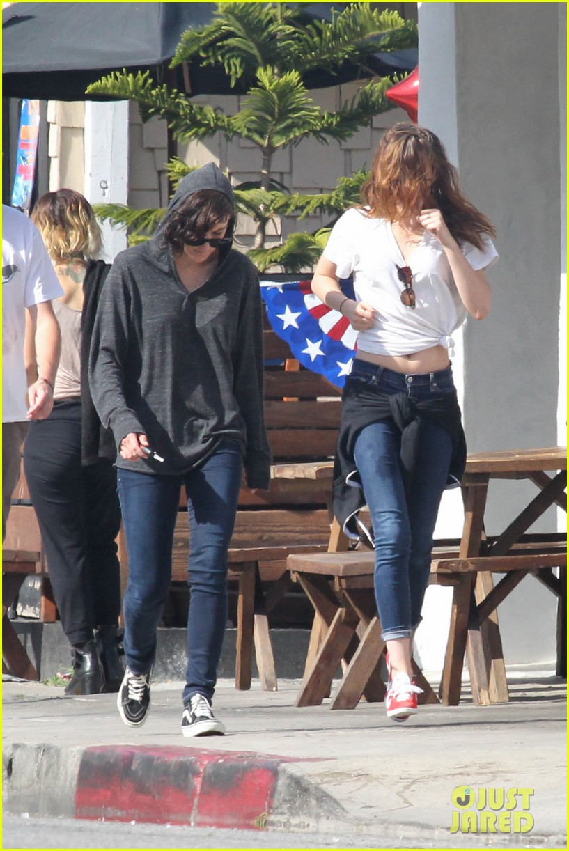 kristen stewart lunches in la with pals 262879530