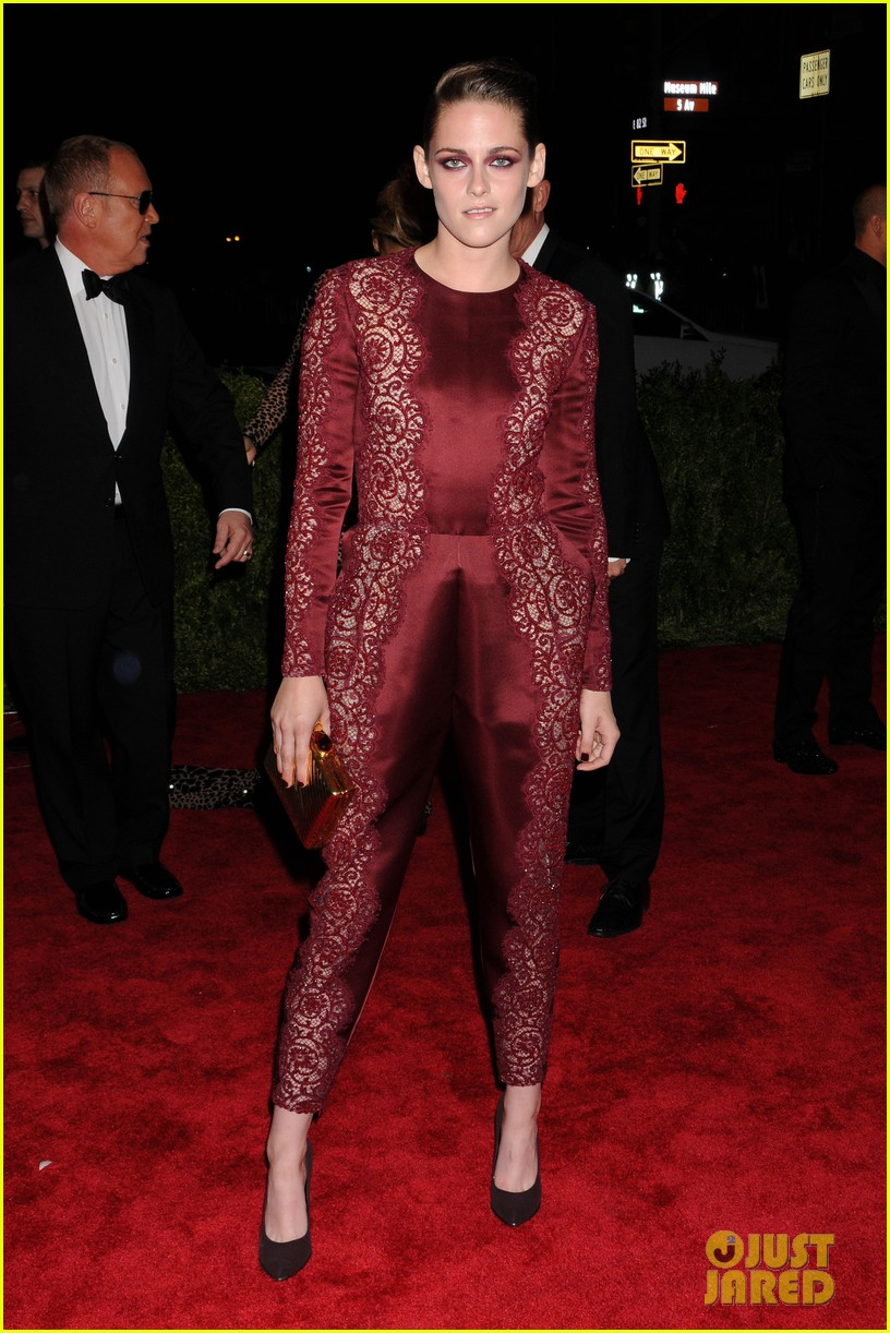 kristen stewart met ball 2013 red carpet 03