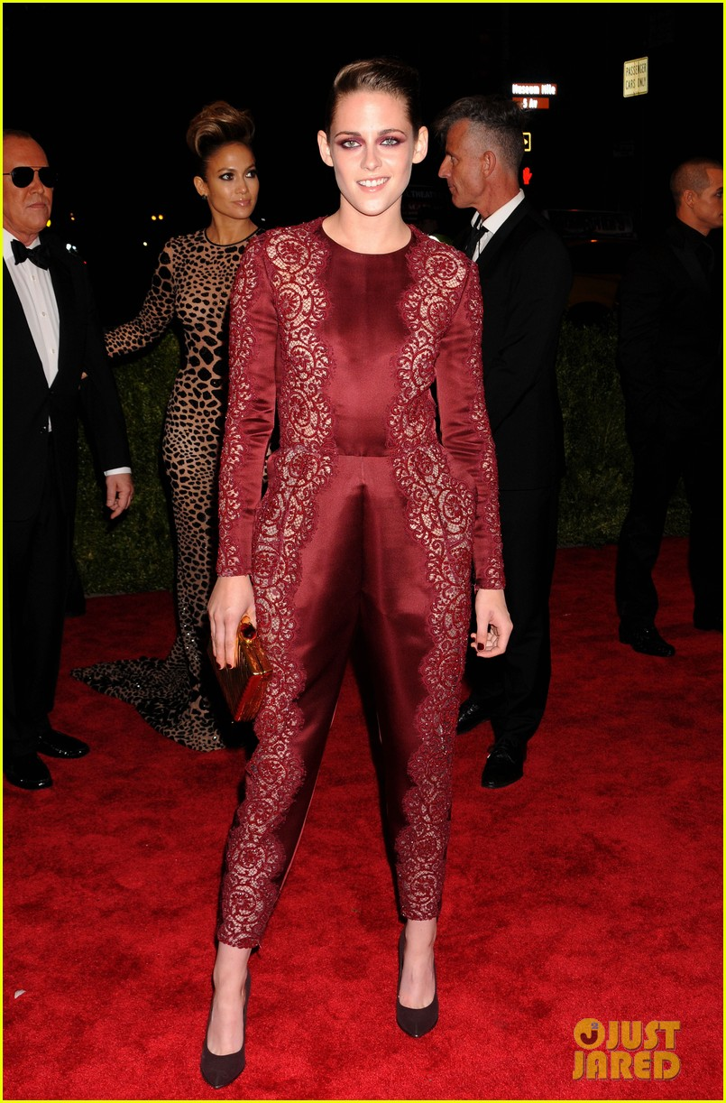 kristen stewart met ball 2013 red carpet 052865266