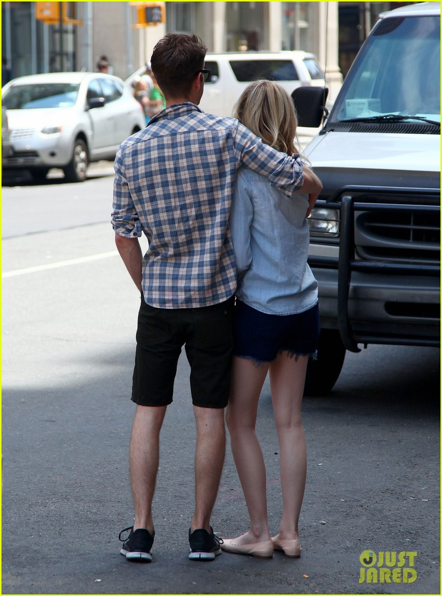 emma stone andrew garfield cuddle up in nyc 032881521