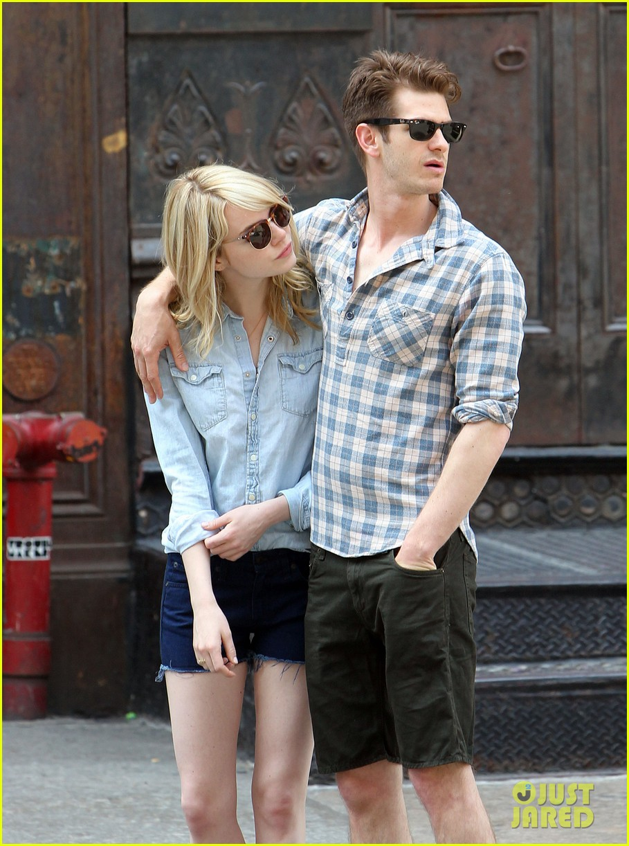 emma stone andrew garfield cuddle up in nyc 062881524
