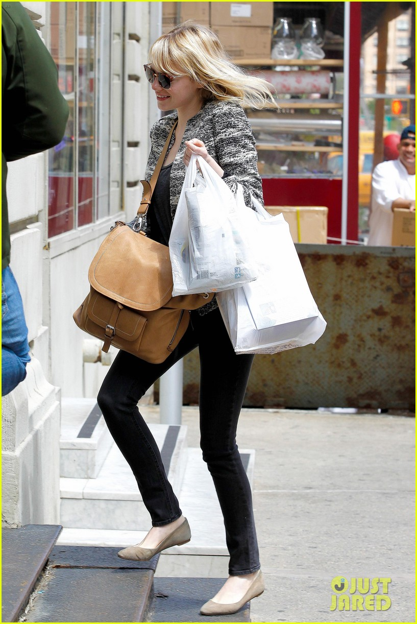emma stone grocery gal in the big apple 09