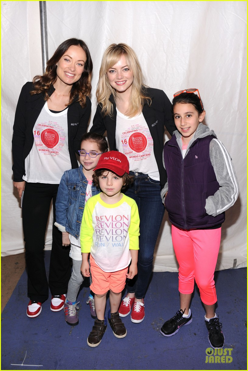 emma stone olivia wilde eif revlon run walk for women hosts 03