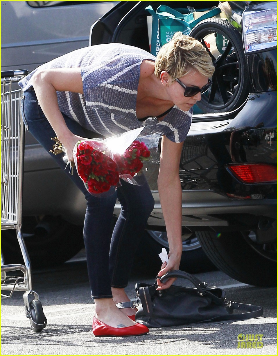 charlize theron flowers shopping at whole foods 152863224