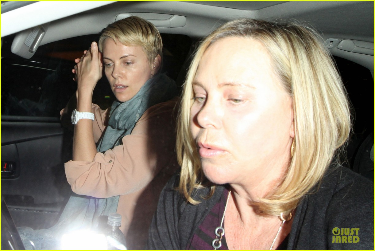 charlize theron the great gatsby showing with mom gerda 04
