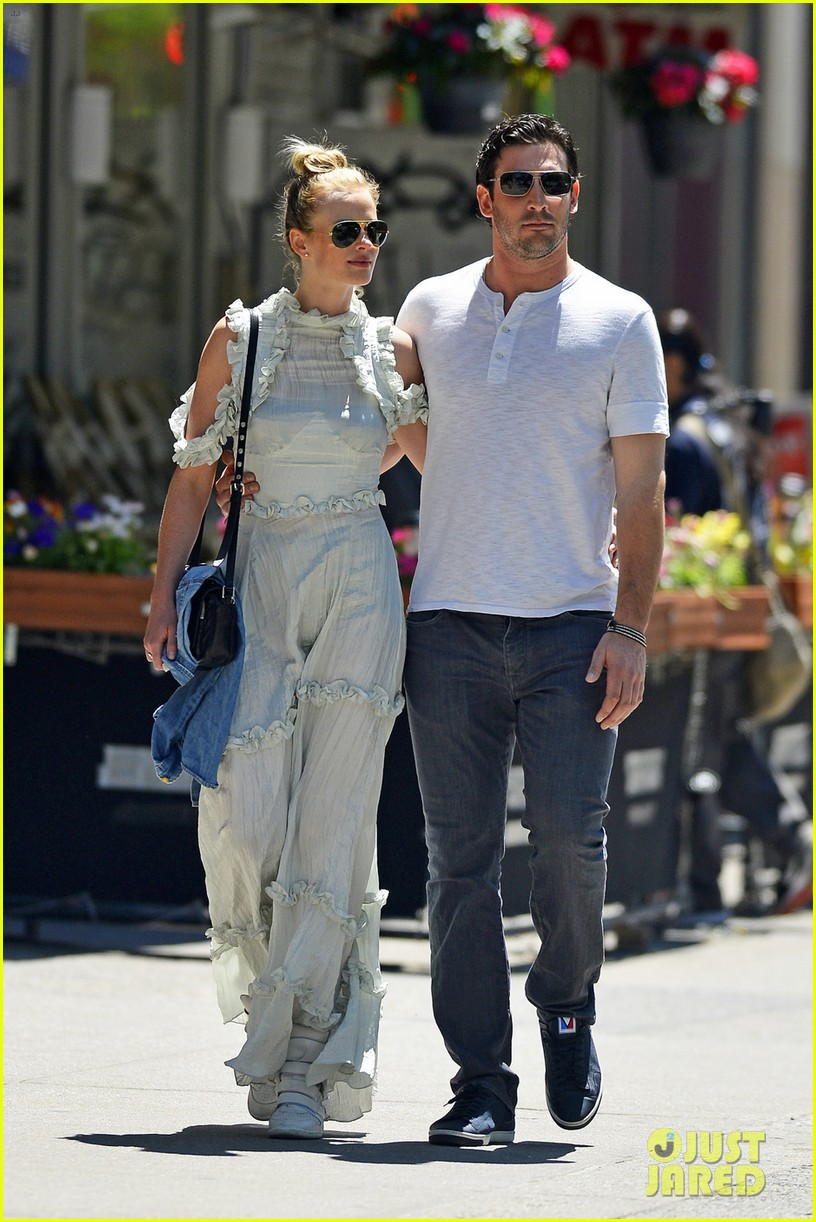 anne v matt harvey share romantic kiss on nyc stroll 05