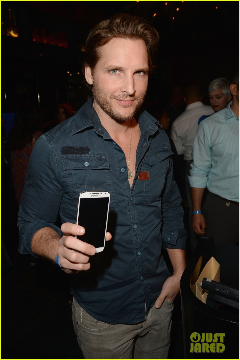 kate walsh peter facinelli samsung galaxy s launch 02