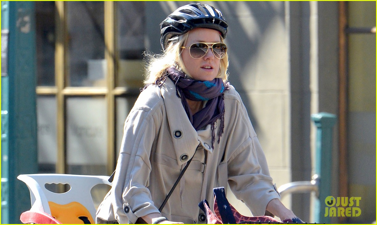 naomi watts while were young star 102863022