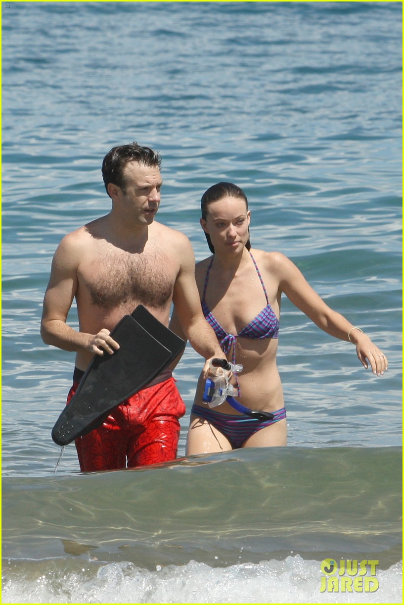 olivia wilde bikini babe in hawaii with shirtless jason sudeikis 042878698