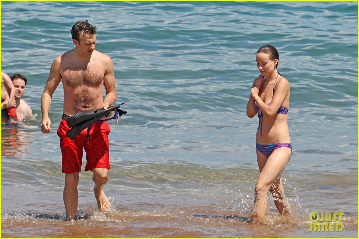 olivia wilde bikini babe in hawaii with shirtless jason sudeikis 072878701