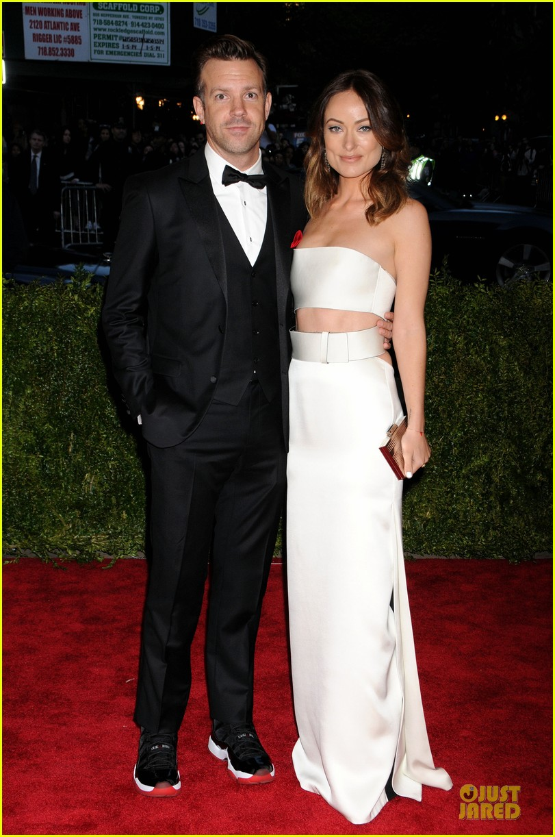 olivia wilde jason sudeikis met ball 2013 red carpet 03