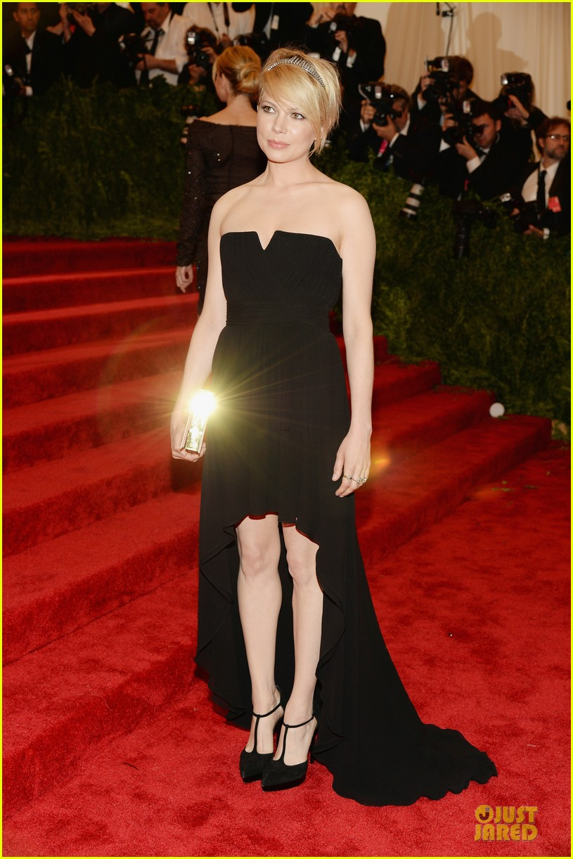 michelle williams met ball 2013 red carpet 03