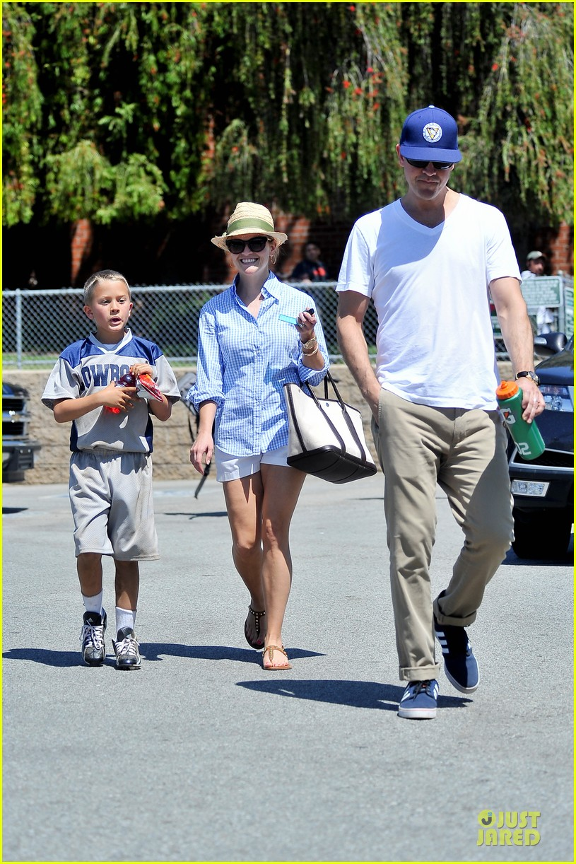 reese witherspoon jim toth first soccer game since arrest 012868442