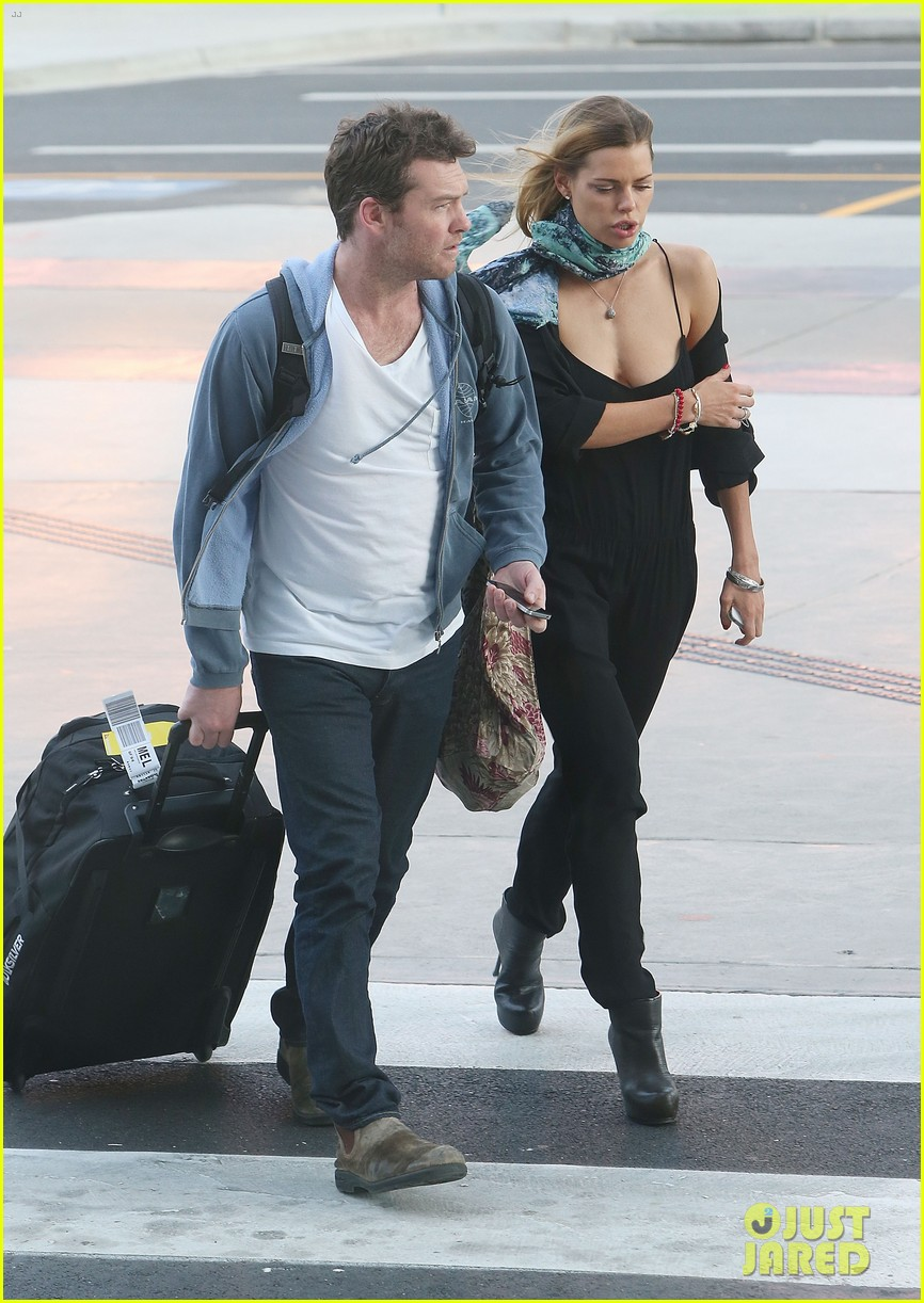 sam worthington spotted with new girlfriend sophie monk 01