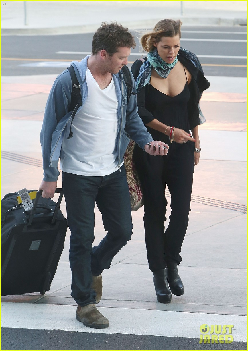 sam worthington spotted with new girlfriend sophie monk 07