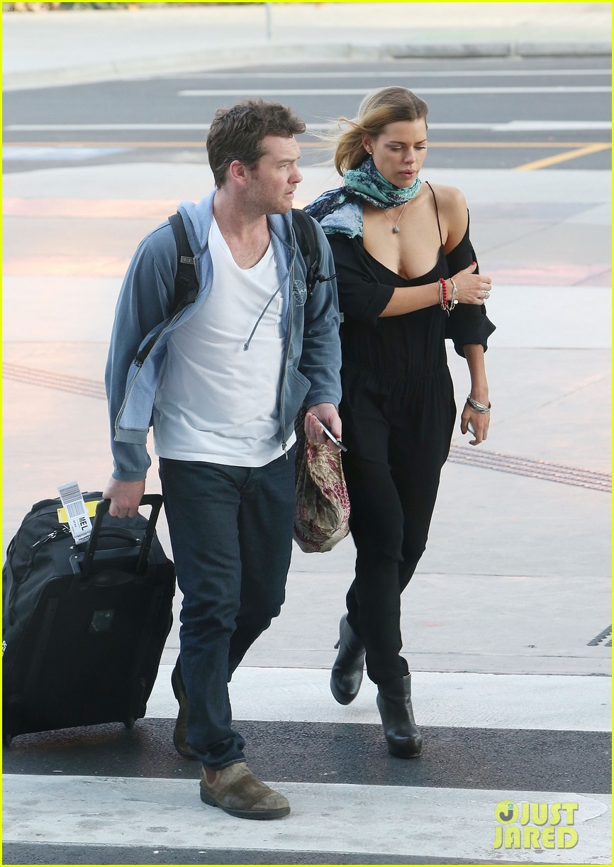 sam worthington spotted with new girlfriend sophie monk 082868098