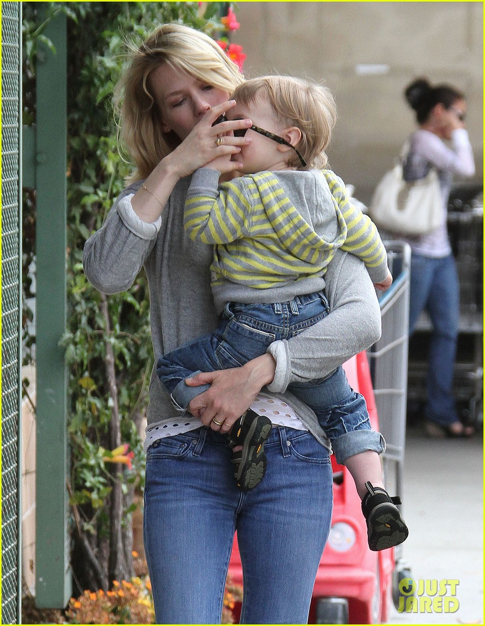 baby xander grabs mom january jones sunglasses 042867366