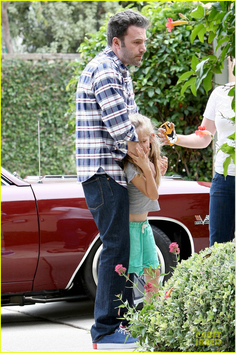 ben affleck loving dad while jennifer garner is away 252889556