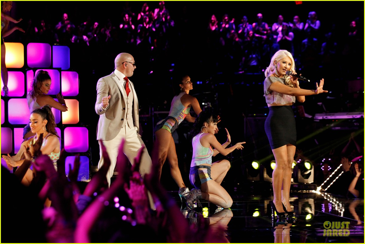 christina aguilera pitbull the voice finale performance video 032893977