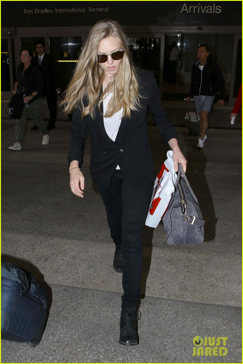 amanda seyfried returns to la after hong kong trip 16