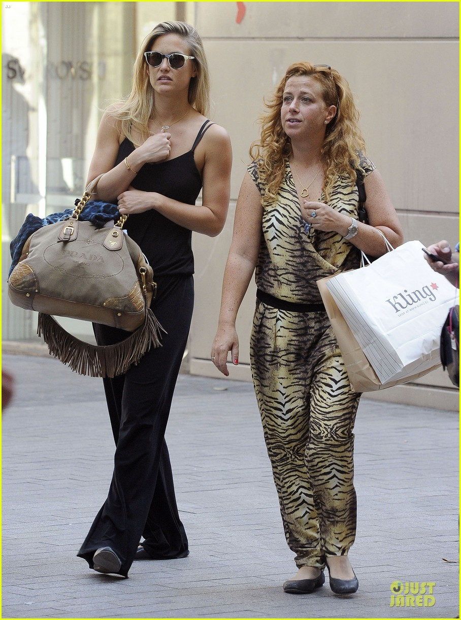 bar refaeli toned arms for madrid shopping trip 16
