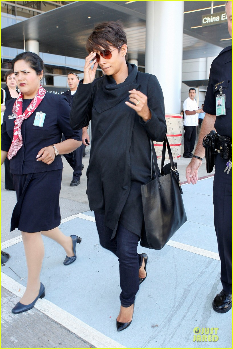 halle berry lax arrival after champs elysees film festival 062893411
