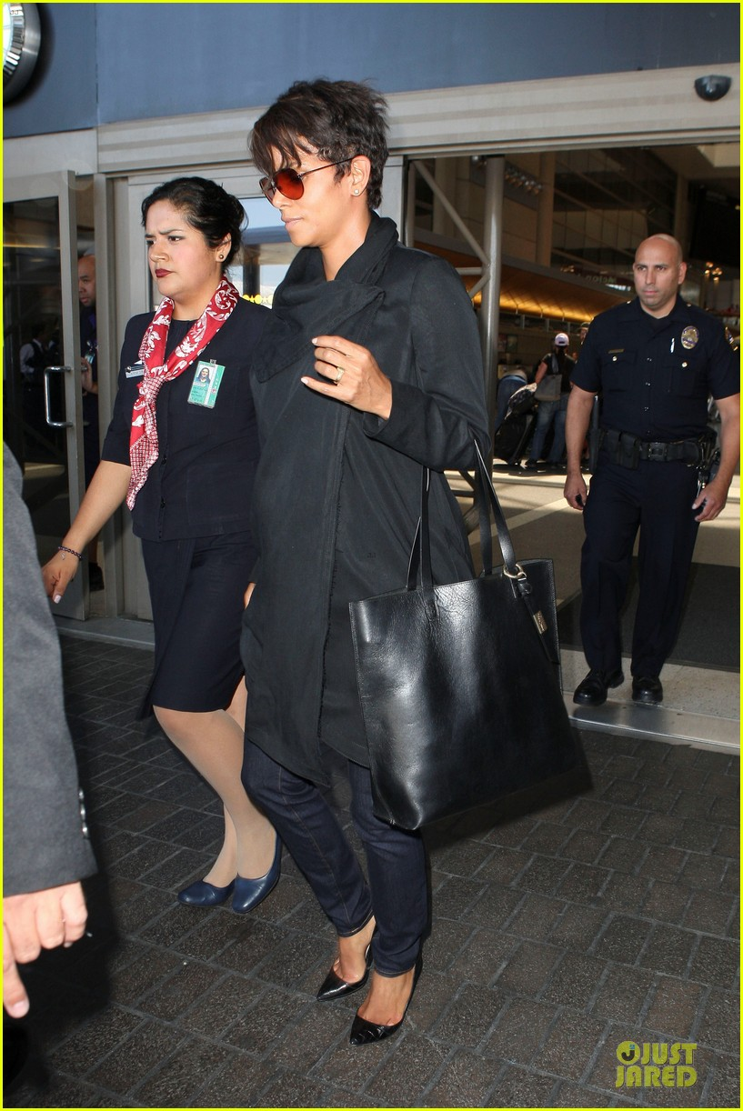 halle berry lax arrival after champs elysees film festival 18