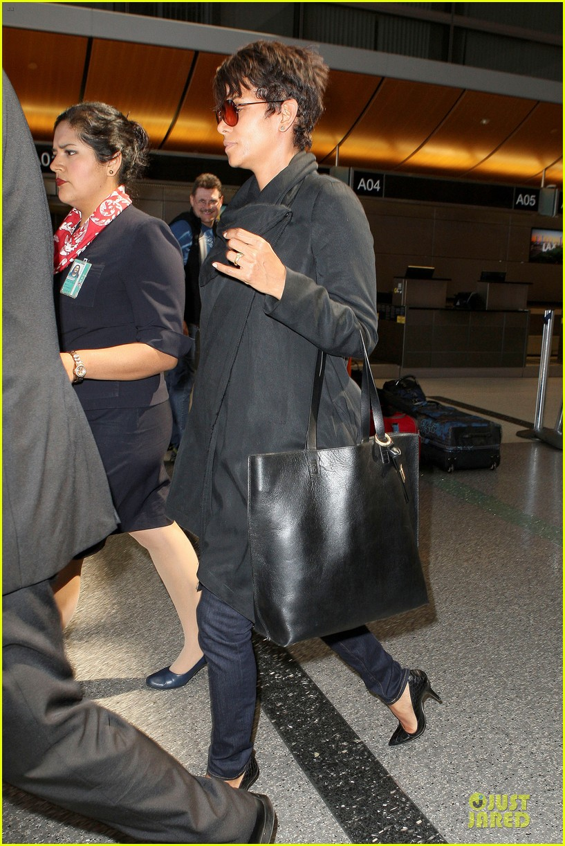 halle berry lax arrival after champs elysees film festival 19