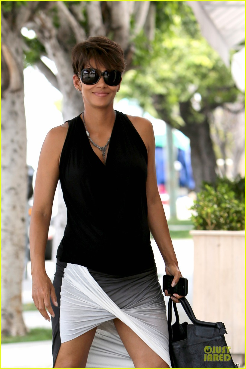 halle berry twisted legs at fig olive 02