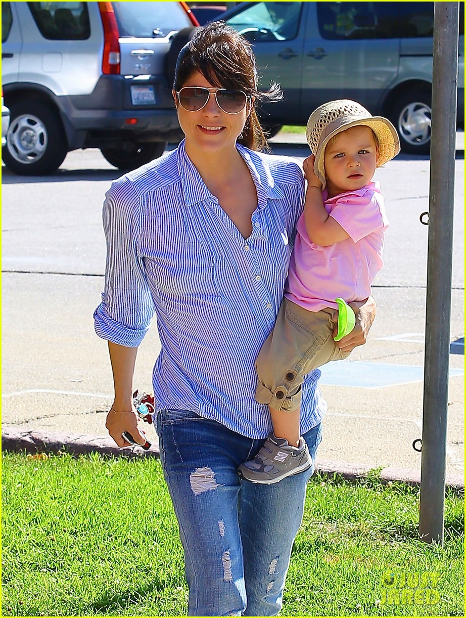 selma blair steps out after anger management firing rumors 04
