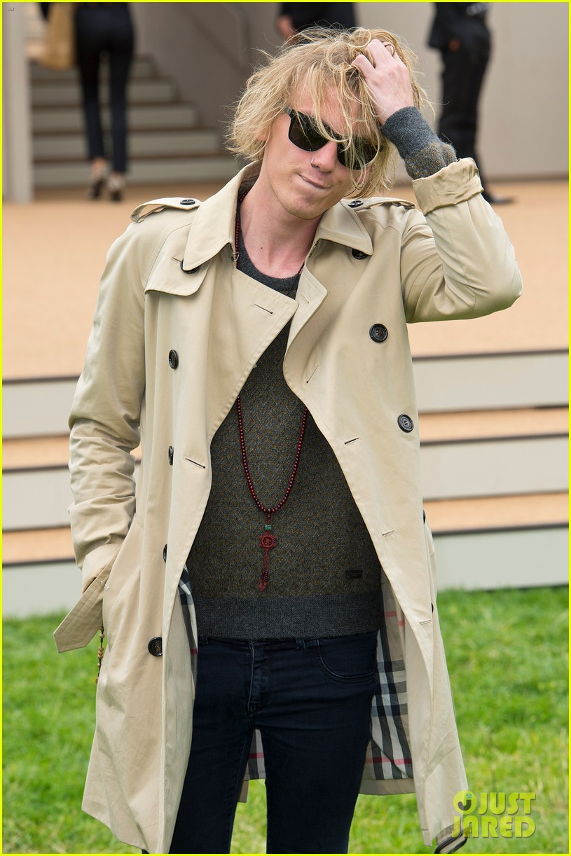douglas booth jamie campbell bower burberry show 18