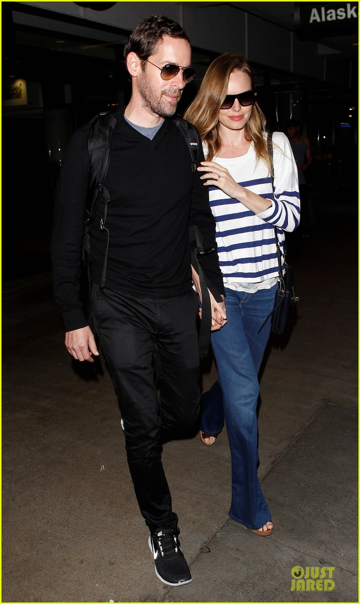 kate bosworth michael polish hold hands after lax landing 01