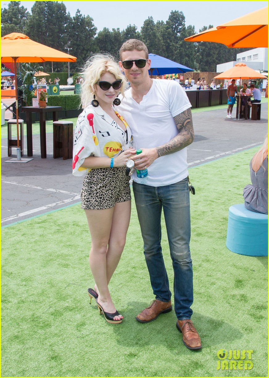 chloe bridges claudia lee just jared summer kick off party mcdonalds 10