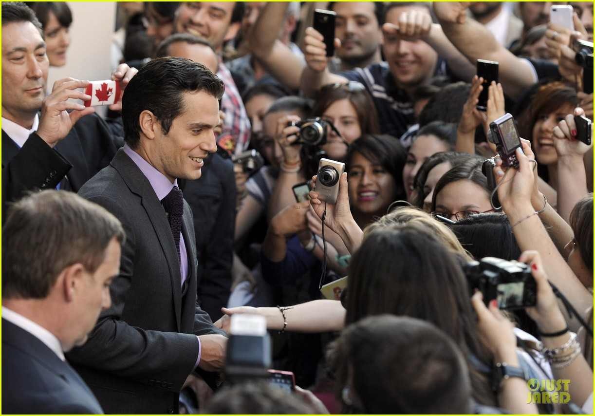 henry cavill russell crowe man of steel madrid premiere 06