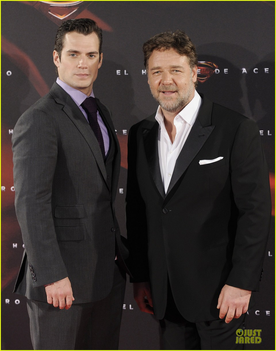 henry cavill russell crowe man of steel madrid premiere 19